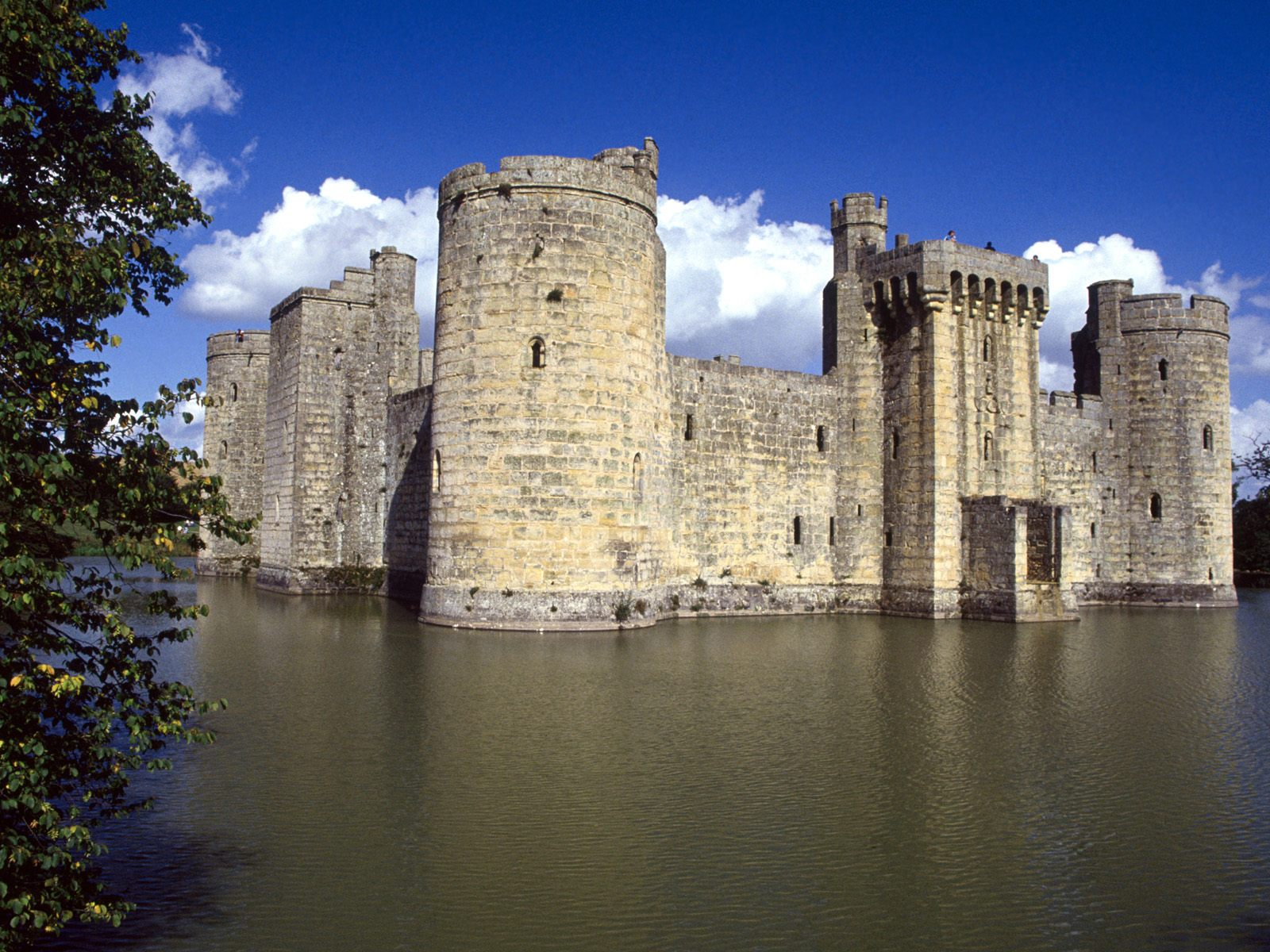 bodiam castle and moat east sussex england picture bodiam