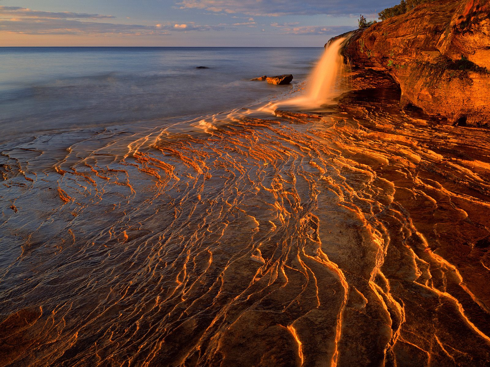 Lake superior pictured rocks national lakeshore michigan for Sfondi spettacolari