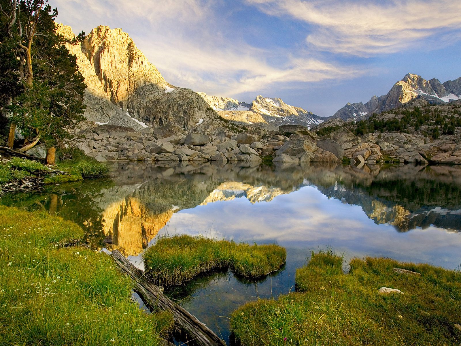Pee wee lake sierra nevada mountains california picture for Sierra fish in english