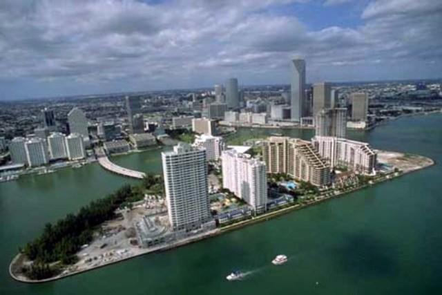من اجمل المدن العالميه مدينه ميامى بامريكا Miami_panoroma.jpg