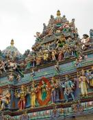 Roof-with-decorations-and-statues